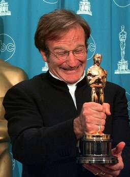 "Robin Williams shows off his Oscar for Best Supporting Actor for ""Good Will Hunting"" at the 70th Academy Awards at the Shrine Auditorium in Los Angeles Monday, March 23, 1998. Photo: Reed Saxon, AP"