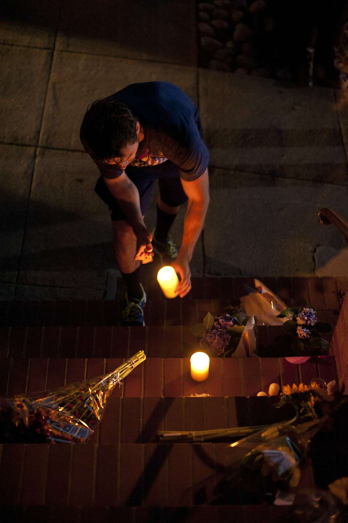 Jordan Ansell pays respects to comedian and actor Robin Williams outside the Mrs. Doubtfire house on August 11, 2014 in San Francisco, CA. Robin Williams was found dead this morning in his Tiburon home.