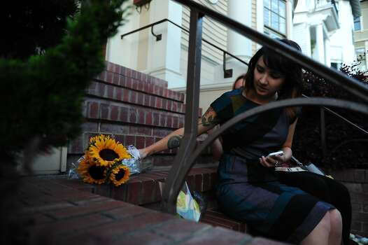 Caitlin Kerton adjusts her flowers after taking a picture with friend Samantha McMullen outside the Mrs. Doubtfire house on August 11, 2014 in San Francisco, CA. Robin Williams was found dead this morning in his Tiburon home. Photo: Craig Hudson, The Chronicle