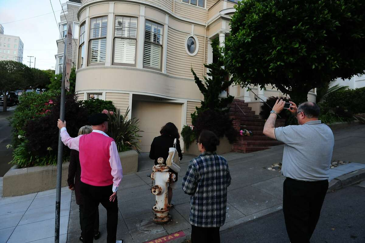 People stand outside the Mrs. Doubtfire house on August 11, 2014 in San Francisco, CA. Robin Williams was found dead this morning in his Tiburon home.