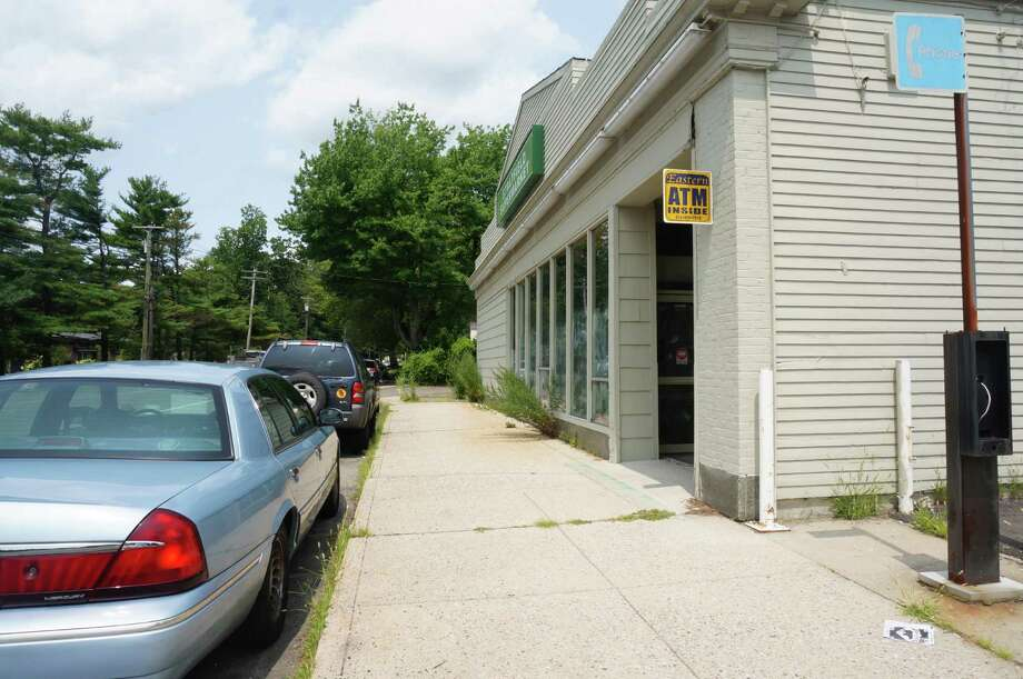 Although a daycare center was approved in February for the former Stratfield Market, there is no evidence of any work being done on the store. Photo: Genevieve Reilly / Fairfield Citizen