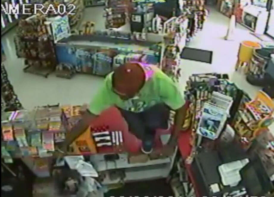 CONVENIENCE STORE ROBBERY:Authorities are searching for a man they say robbed a store in northwest Harris County.SEE THE VIDEO: Deputies seek store thief in NW Harris County Photo: Crime Stoppers Of Houston
