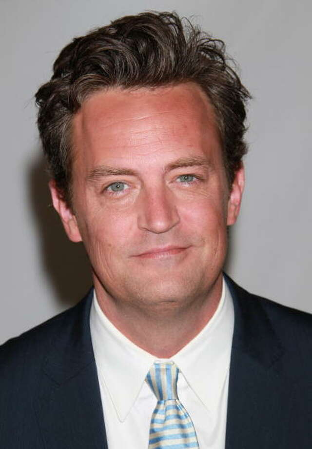 Matthew Perry (b: 1969) dated actresses Julia Roberts, Yasmine Bleeth, and Lauren Graham. He was in a relationship with younger actress Lizzy Caplan from 2006-2012, but never married. Photo: David Livingston, Getty Images / 2010 Getty Images
