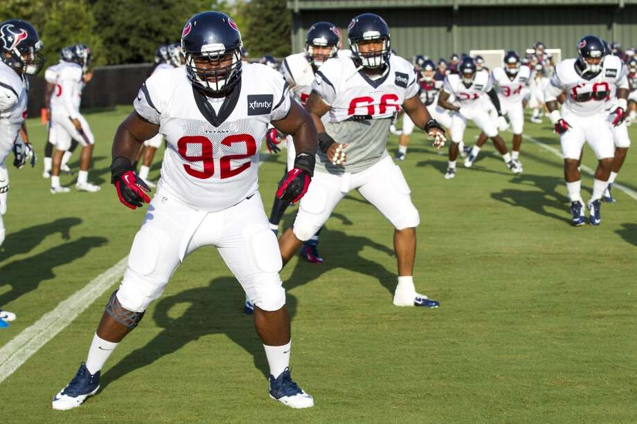 Defensive tackle Louis Nix III (92) warms up. Photo: Brett Coomer, Houston Chronicle