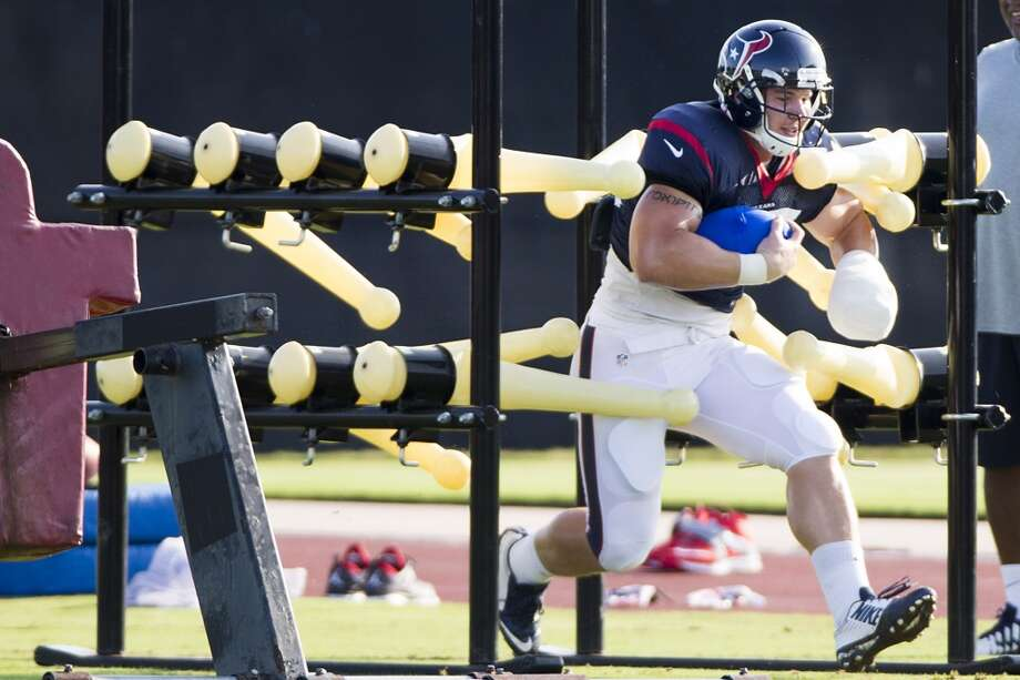 Fullback Jay Prosch runs a drill. Photo: Brett Coomer, Houston Chronicle