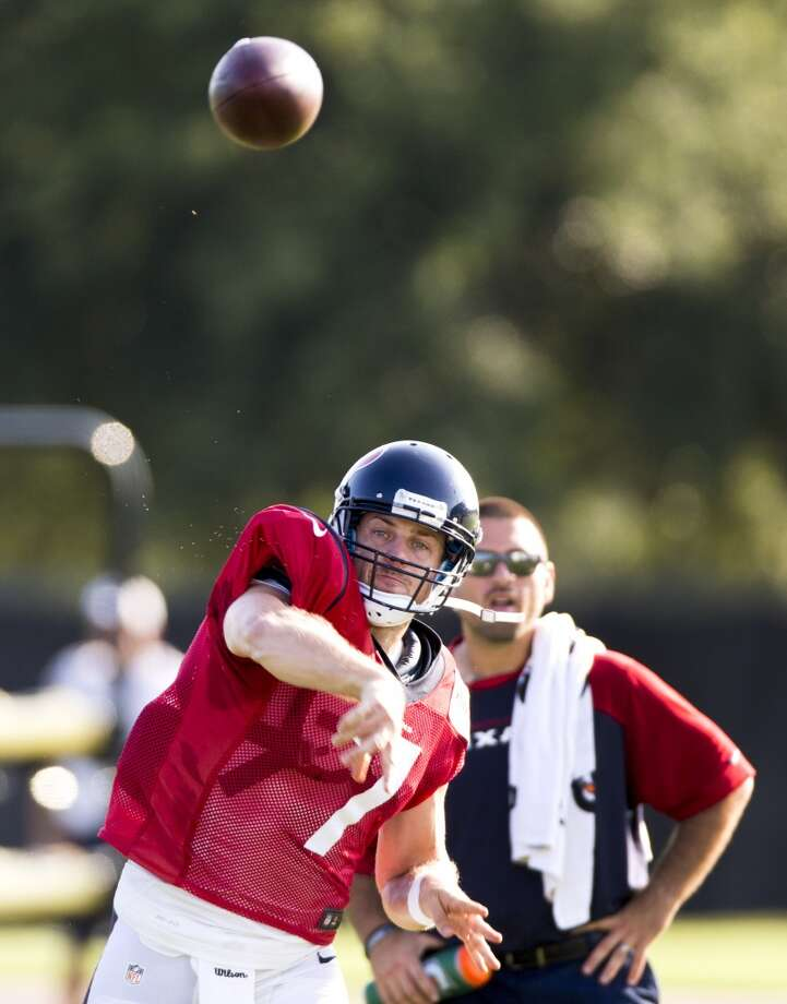 Quarterback Case Keenum throws a pass. Photo: Brett Coomer, Houston Chronicle