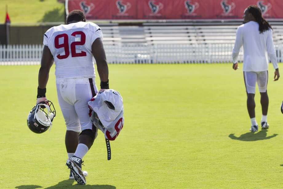 Defensive tackle Louis Nix III (92) walks off the practice field on Tuesday. Nix practiced for the first time after sitting out while recovering from knee surgery. Photo: Brett Coomer, Houston Chronicle