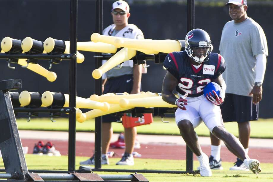 Day 13: August 12Running back Ronnie Brown (22) runs a drill on Tuesday. Photo: Brett Coomer, Houston Chronicle