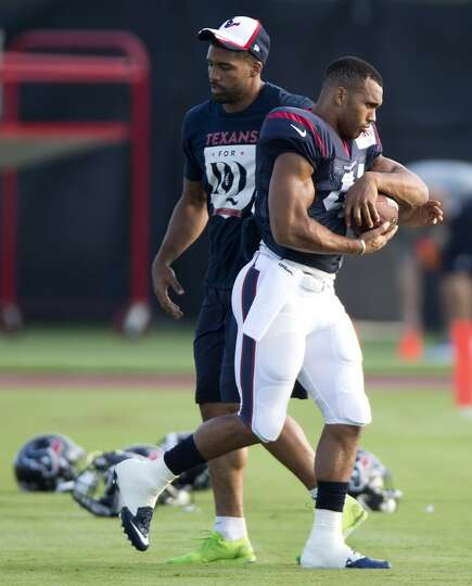 Running back Jonathan Grimes (41) takes a handoff from running back Arian Foster.
