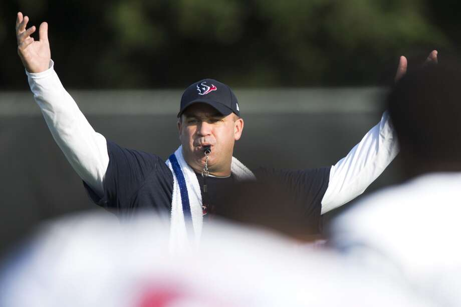 Head coach Bill O'Brien calls his team together to start practice. Photo: Brett Coomer, Houston Chronicle
