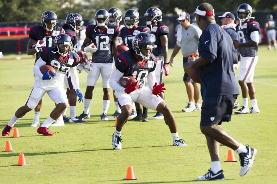 Wide receivers DeAndre Hopkins (10) and Mike Thomas (89) run a drill. Photo: Brett Coomer, Houston Chronicle