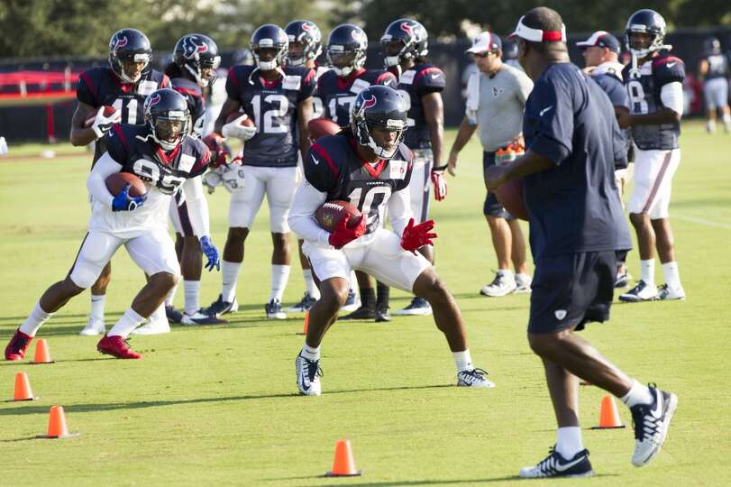 Wide receivers DeAndre Hopkins (10) and Mike Thomas (89) run a drill.