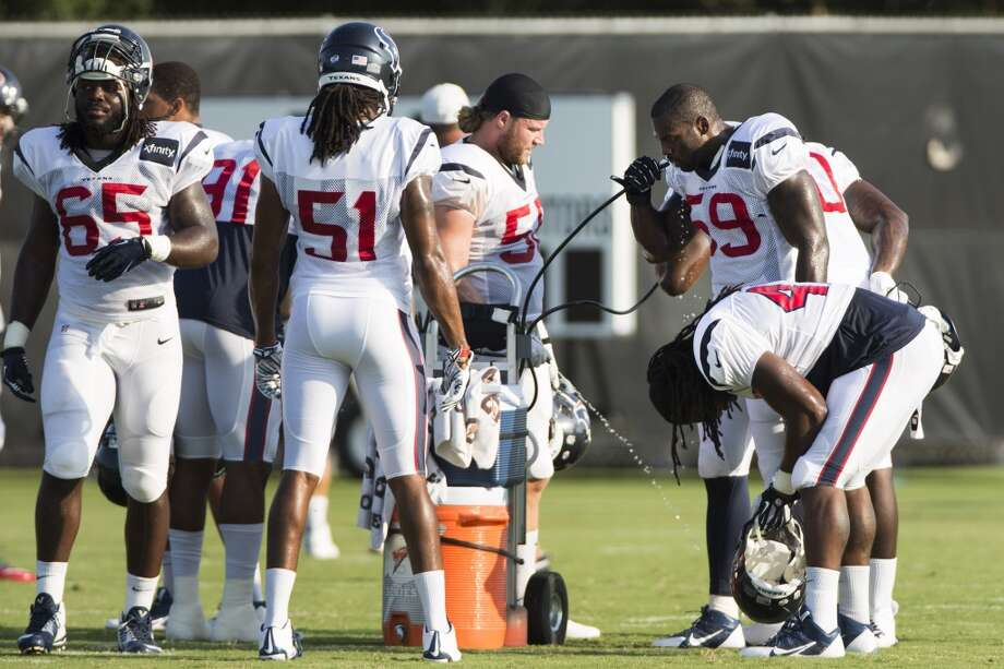 Linebackers take a water break. Photo: Brett Coomer, Houston Chronicle