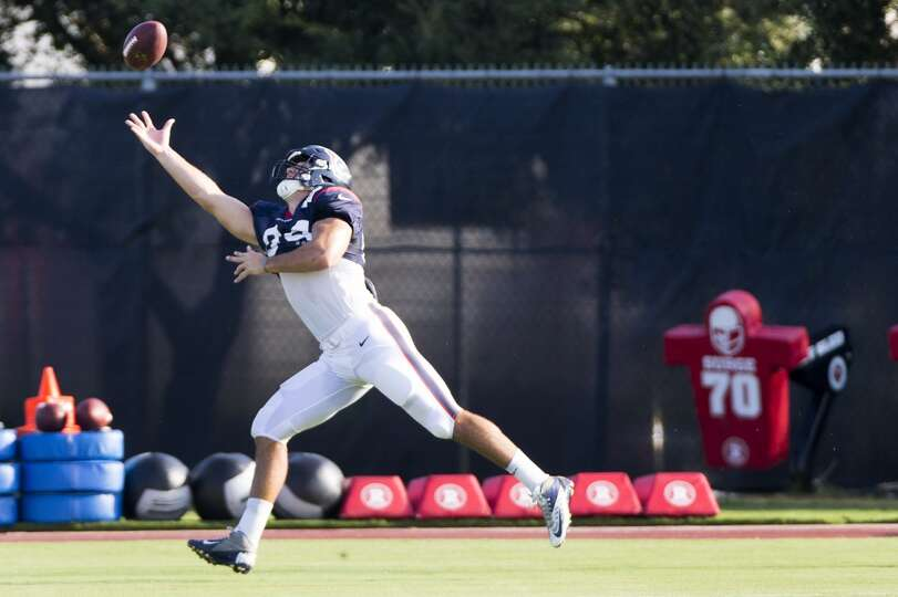 Tight end Ryan Griffin reaches up in an attempt to catch a high throw.