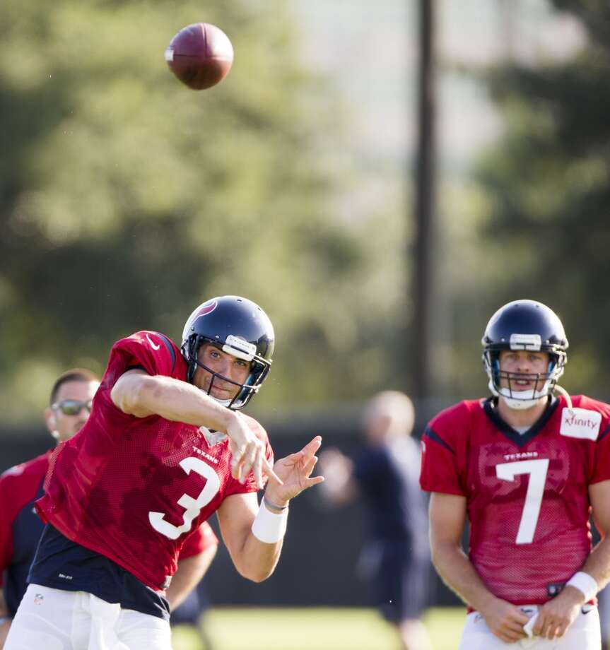 Quarterback Tom Savage (3) throws a pass as Case Keenum (7) looks on. Photo: Brett Coomer, Houston Chronicle