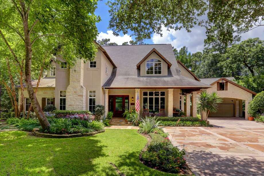 30 Robinlake: This 1997 home in Houston has 5-6 bedrooms, 4 full and 3 half bathrooms, 6,930 square feet, and is listed for $4,200,000. Photo: Houston Association Of Realtors