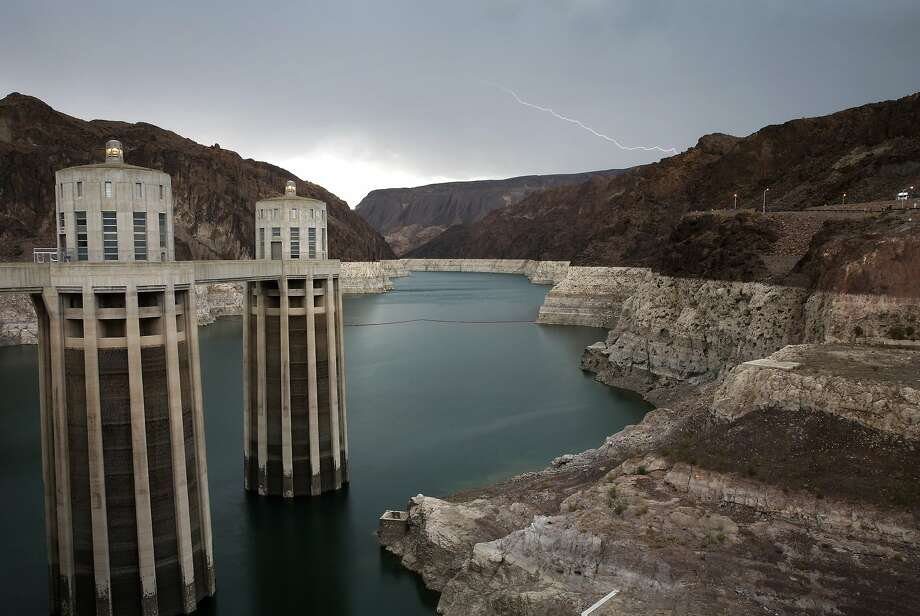 "Vanishing Lake Mead:A ""bathtub ring"" shows how much Arizona's Lake Mead has shrunk during the West's long drought. On the left are the intake towers of Hoover Dam. The water level on the reservoir is at its lowest point since it was first filled in the 1930s. Photo: John Locher, Associated Press"