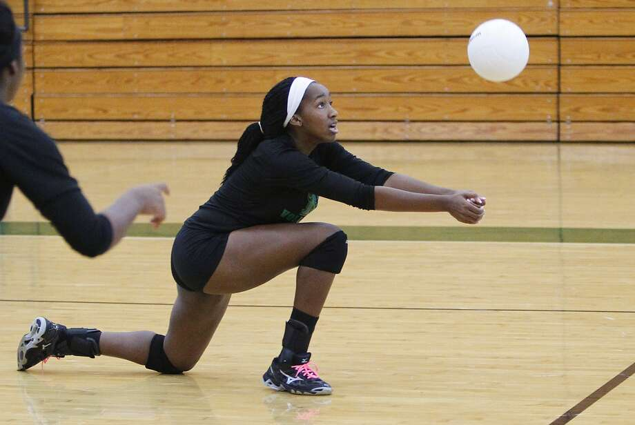 Mayde Creek's Tiffany Onyougo returns a serve as they scrimmaged Richmond Foster and other teams at Mayde Creek High School last week. Photo: Diana L. Porter, Freelance / © Diana L. Porter