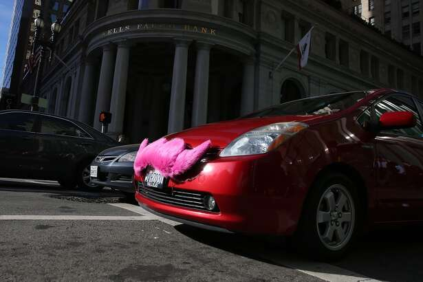 A Lyft car drives along Montgomery Street on January 21, 2014 in San Francisco, California.(Photo by Justin Sullivan/Getty Images)