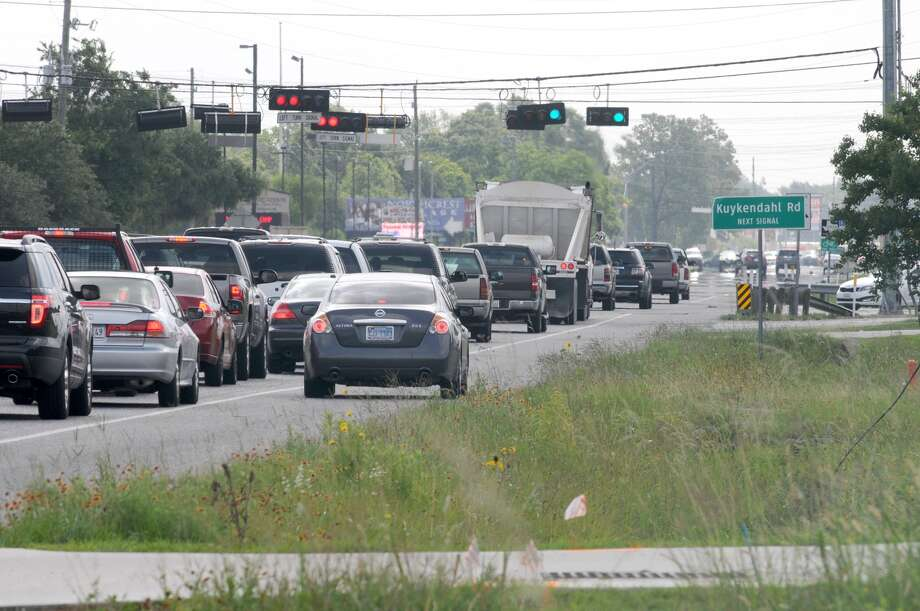 Traffic slows to a crawl at the intersection of  FM 2920 and Kuykendahl in Spring. Photo: Jerry Baker, Freelance