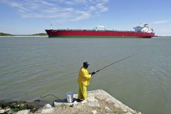 Foreign crude arriving in the Houston area by tanker each day has dropped from 1.5 million barrels to 1 million barrels since 2011, according to data from Houston-based energy analysts RBN Energy LLC. (Craig Hartley/Bloomberg News)