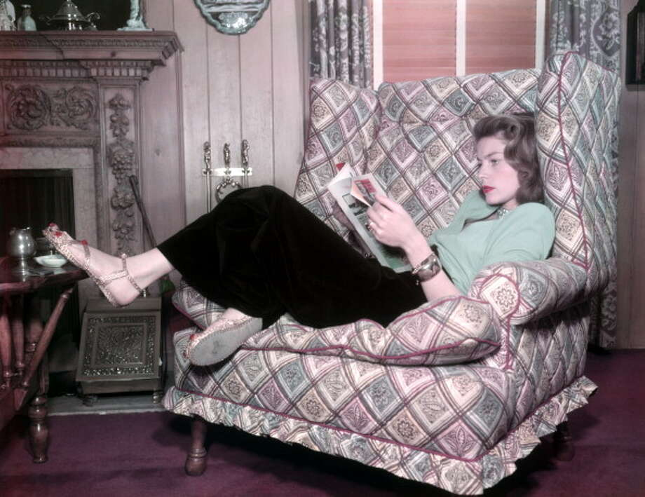American actress Lauren Bacall (Betty Jane Perske) lying on an armchair and reading a magazine. 1940s. (Photo by Mondadori Portfolio via Getty Images) Photo: Mondadori, Mondadori Via Getty Images / Mondadori Portfolio