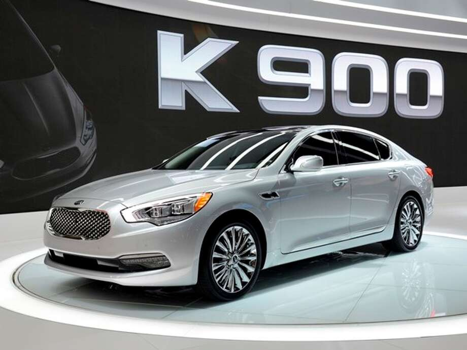 The 2015 Kia K900 Photo: Kelley Blue Book