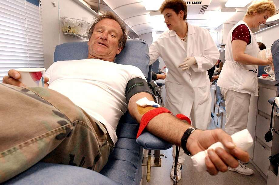 Actor Robin Williams, left, donates blood at the Irwin Memorial Blood Center in San Francisco, Tuesday, Sept. 11, 2001.  Photo: Justin Sullivan, Associated Press