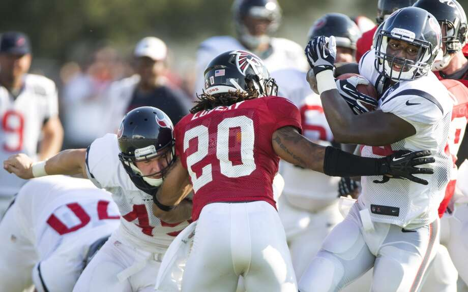 Texans running back Alfred Blue (44) runs the ball past Atlanta Falcons free safety Dwight Lowery (20). Photo: Brett Coomer, Houston Chronicle