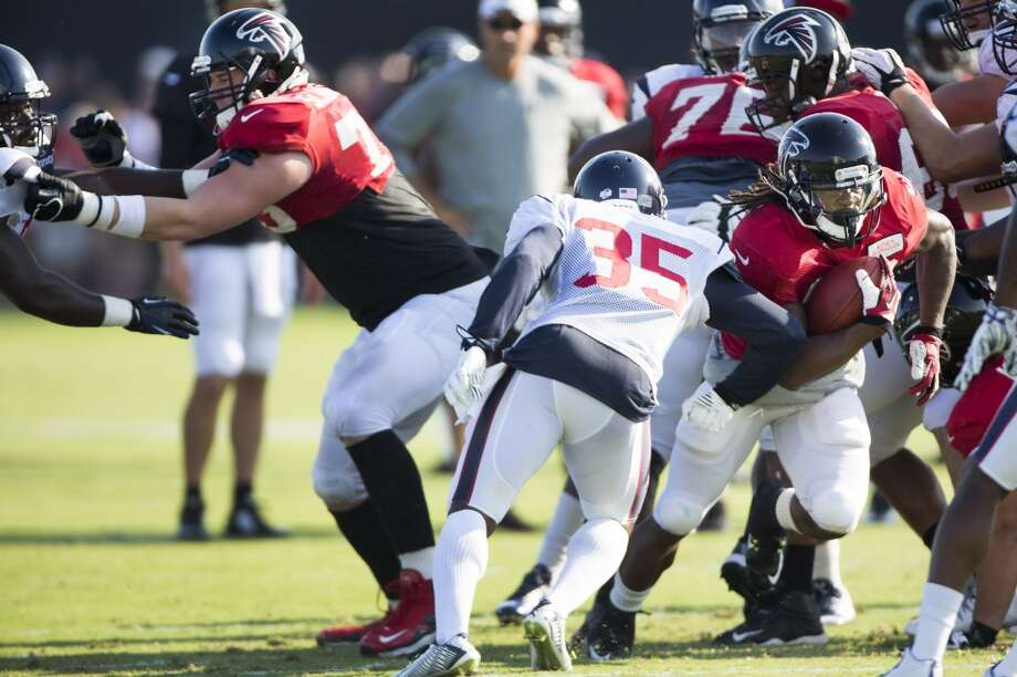 Atlanta Falcons running back Devonta Freeman (33) runs the football past Texans defensive back Eddie Pleasant (35). Photo: Brett Coomer, Houston Chronicle