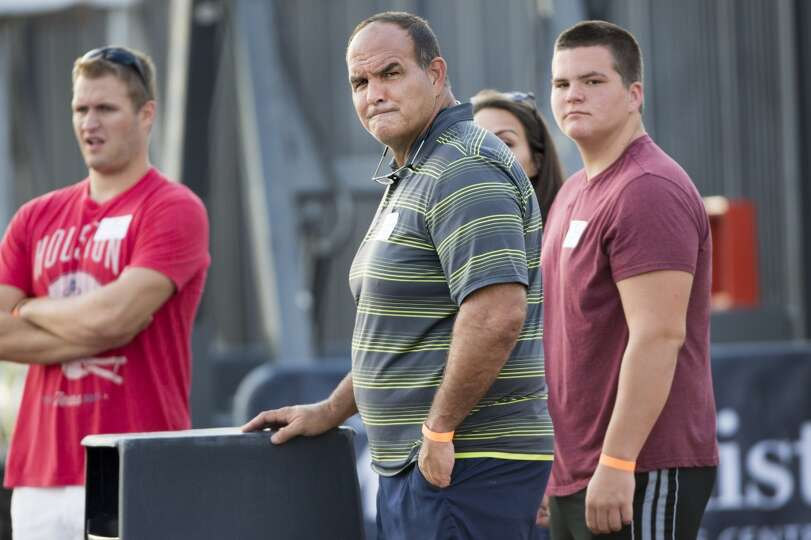 Bruce Matthews, former Houston Oilers and Tennessee Titans offensive lineman, watches a joint practi