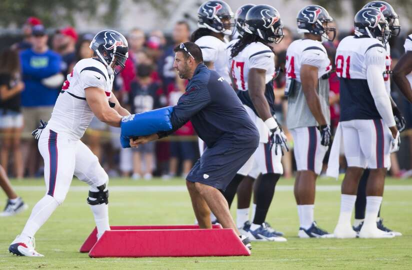 Texans inside linebacker Brian Cushing (56) runs a drill with linebackers coach Mike Vrabel.