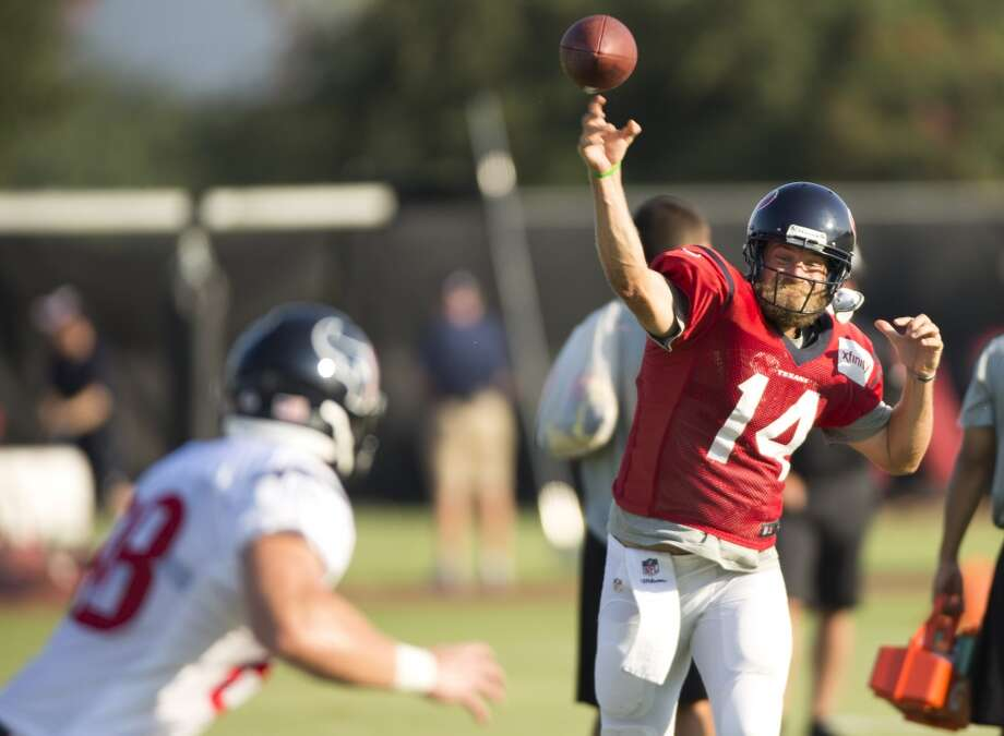 Texans quarterback Ryan Fitzpatrick throws a pass to tight end Garrett Graham. Photo: Brett Coomer, Houston Chronicle