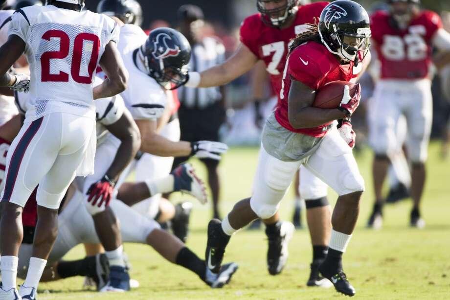 Atlanta Falcons running back Devonta Freeman (33) runs the football past Houston Texans strong safety Chris Clemons (20). Photo: Brett Coomer, Houston Chronicle