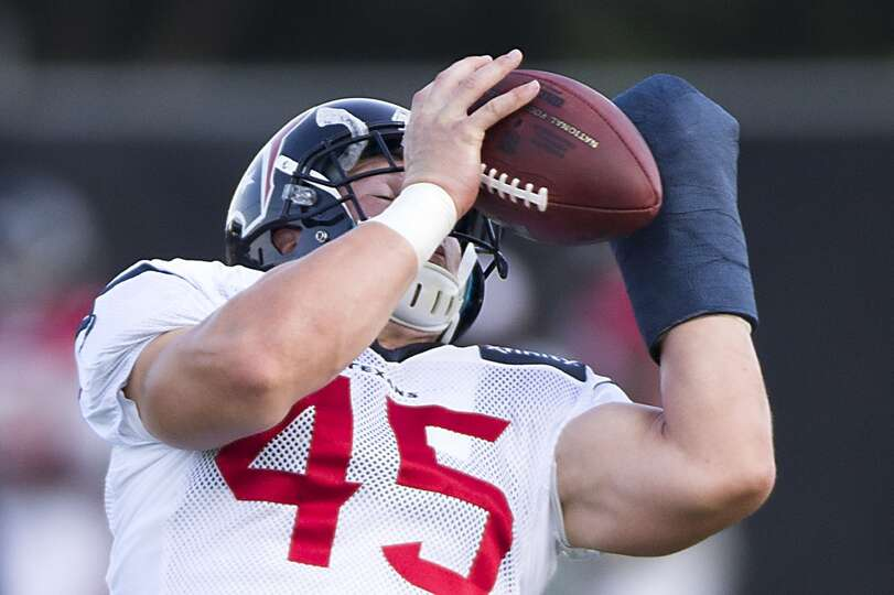 Texans fullback Jay Prosch reaches up to catch a pass.