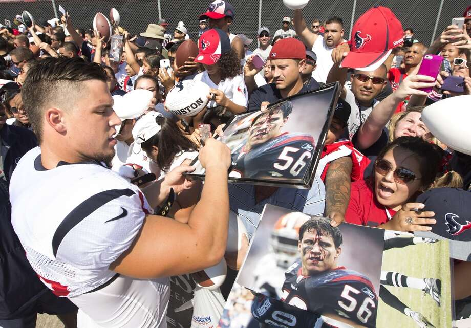Texans inside linebacker Brian Cushing (56) signs autographs. Photo: Brett Coomer, Houston Chronicle
