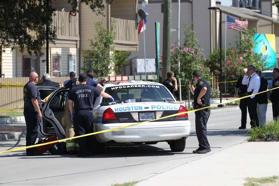 Wednesday afternoon, a Houston police officer was injured following a shooting in the 11900 block of Aldine Bender. Photo: Brett Coomer, Houston Chronicle