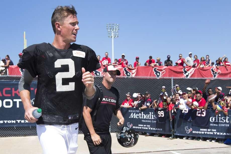 Atlanta Falcons quarterback Matt Ryan (2) jogs off the practice field. Photo: Brett Coomer, Houston Chronicle