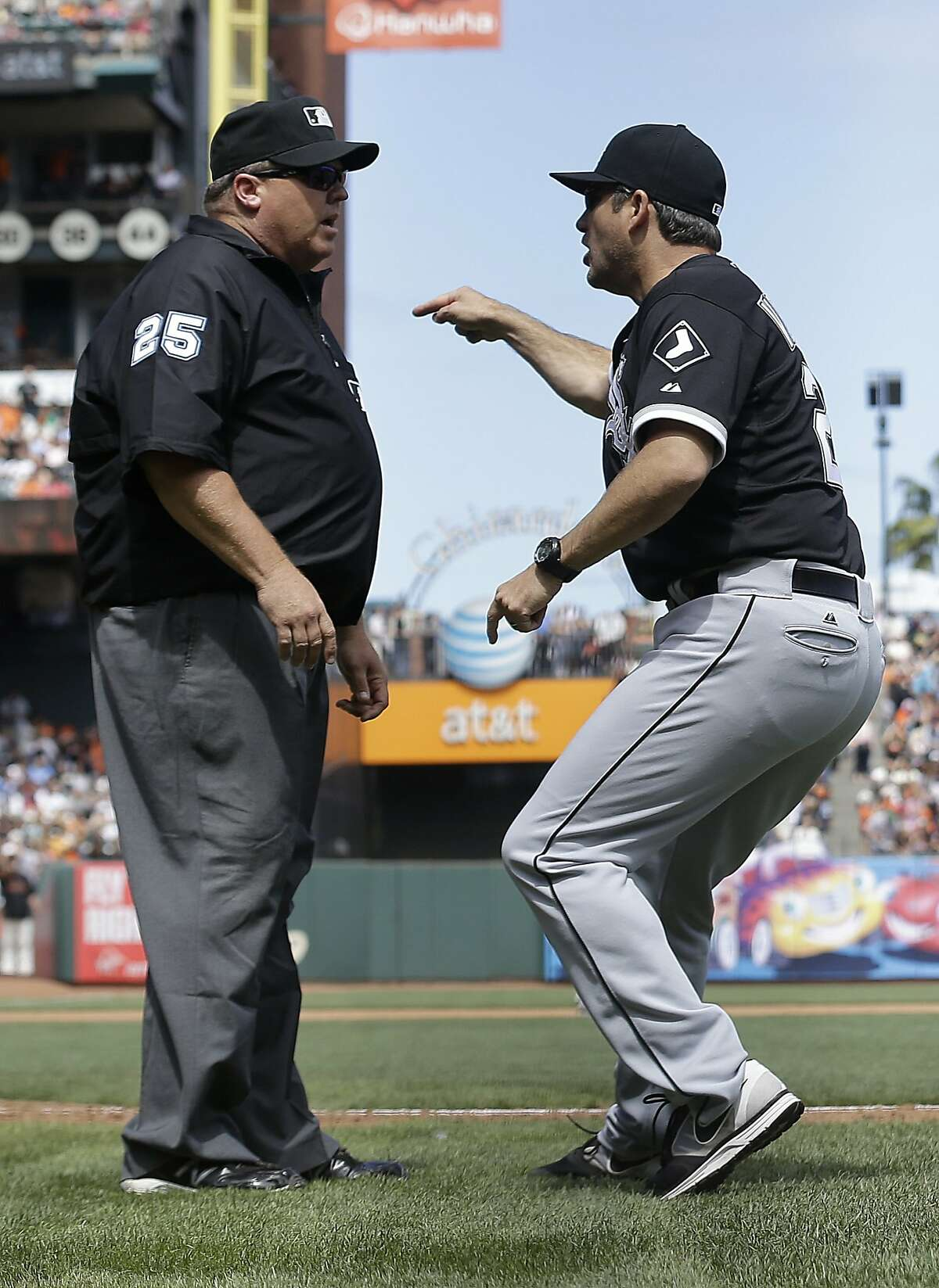 Chicago White Sox manager Robin Ventura, right, argues with umpire Fieldin Culbreth before being ejected for arguing a call on San Francisco Giants' Gregor Blanco, who was originally ruled out at home but then ruled safe after review, during the seventh inning of a baseball game in San Francisco, Calif., Wednesday, Aug. 13, 2014. (AP Photo/Jeff Chiu)