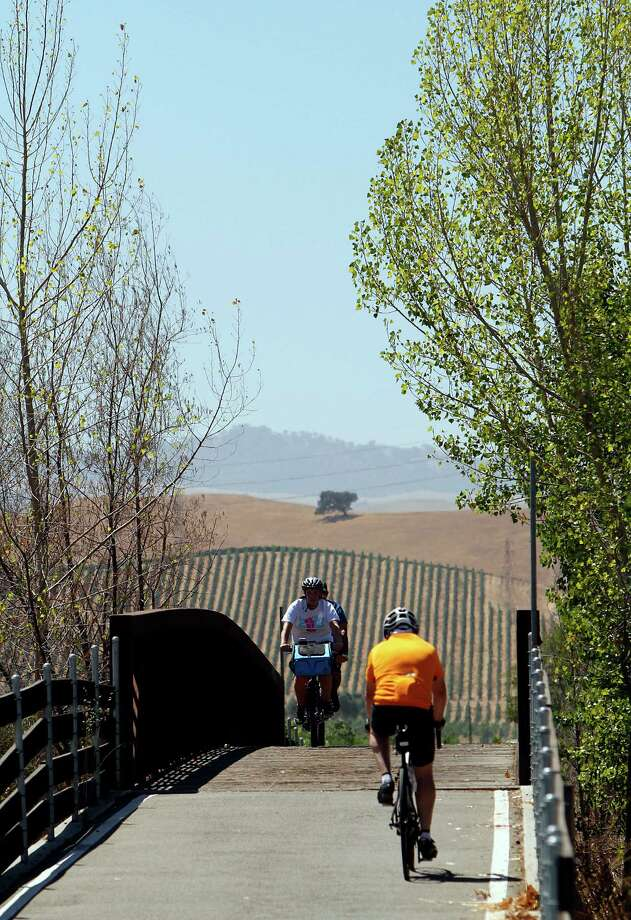 A biking path runs along vineyards in Livermore, Calif., on Saturday, August 9, 2014. Photo: Sarah Rice / Special To The Chronicle / ONLINE_YES