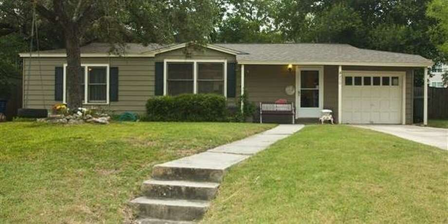 250 WELLESLEY BLVDSan Antonio, TX 78209 2 BEDS 2 BATHS  1,352 SQFT  $205,500  BUILT: 1948  Large flagstone family room in great floor plan with lots of open spaces. Big backyard. Photo: Courtesy