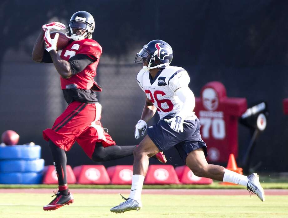 Atlanta Falcons wide receiver Devin Hester (17) makes a catch with Texans defensive back Brandon Harris (26) defending. Photo: Brett Coomer, Houston Chronicle