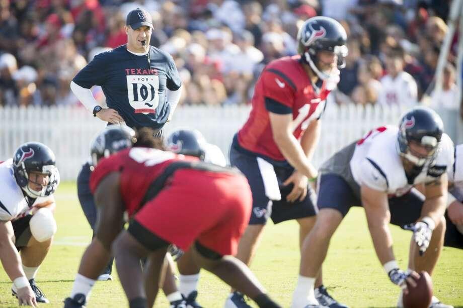 Texans head coach Bill O'Brien stands behind the Texans offense. Photo: Brett Coomer, Houston Chronicle