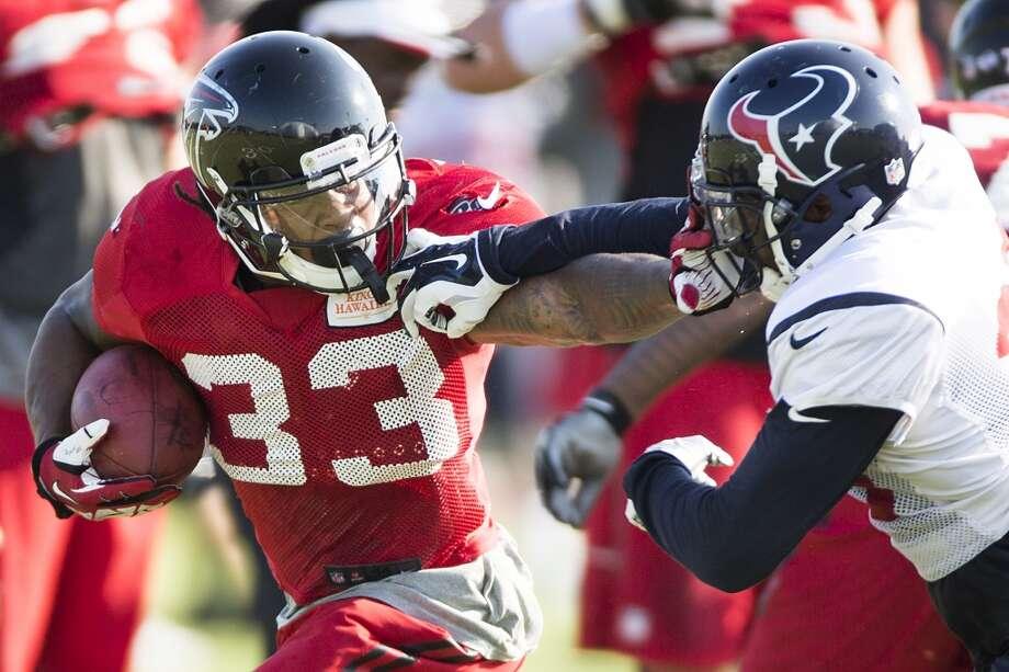 Day 15: August 14   Atlanta Falcons running back Devonta Freeman (33) runs the football against Texans defensive back Eddie Pleasant (35). Photo: Brett Coomer, Houston Chronicle