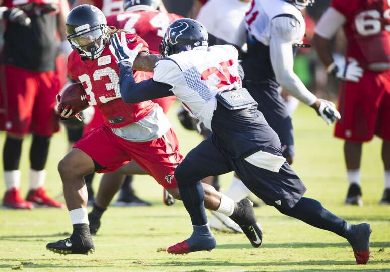 Atlanta Falcons running back Devonta Freeman (33) runs the football against Texans defensive back Ed