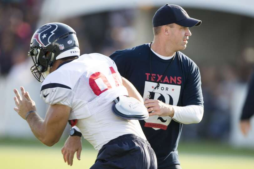 Texans tight end Ryan Griffin (84) runs past head coach Bill O'Brien.