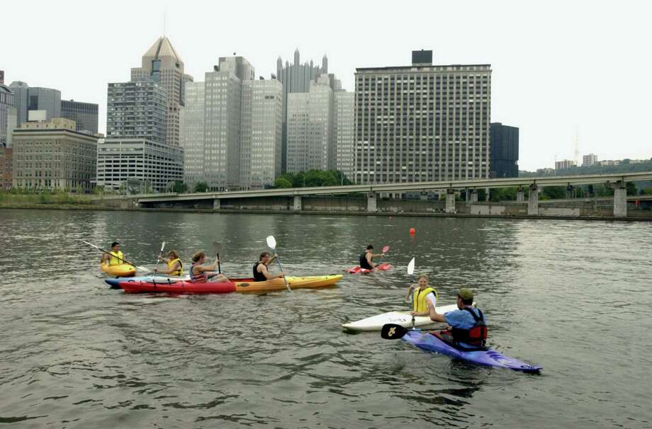 "Pittsburgh 7-13-02  Allegheny River  --   the ""Learn to Kayak"" event at the ""Boater's Regatta."" ""Learn to Kayak"" was sponsored by Three Rivers Rowing Association. The regatta continues Sunday. John Beale photo  friends of the riverfront  water trail   Original Filename: flatwater1018.jpg Photo: John Beale"