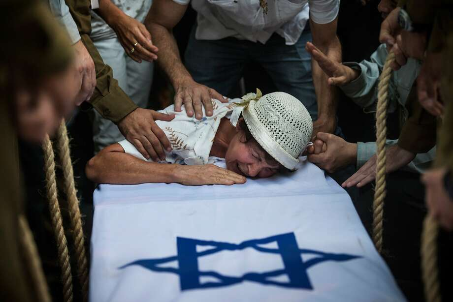A fallen Israeli soldier is mourned in Ashkelon, Israel. Photo: Andrew Burton, Getty Images