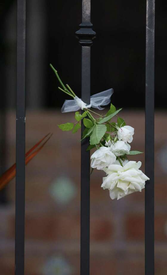 A flower hangs on the gate outside the home of actor Robin Williams. A reader laments the irony — the man who brought joy to millions was unable to cope with his own misery. Photo: Jeff Chiu / Associated Press / AP