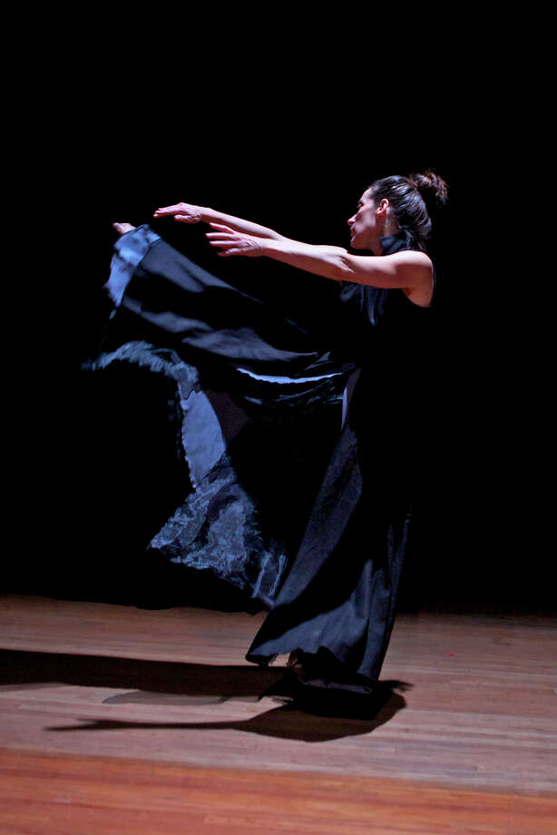 Solo dancer Randee Paufve won an Isadora Duncan Dance Award for individual performance. Photo: Pak Han 2014 / Pak Han / Music Moves Festival 2014 / ONLINE_YES